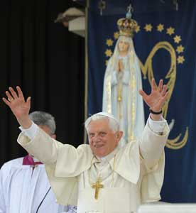 Benedict XVI during his apostolic journey to Portugal [© Osservatore Romano]