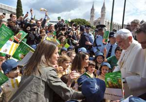 Benedict XVI during his apostolic journey to Portugal <BR>[© Osservatore Romano]