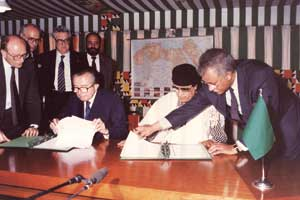 Giulio Andreotti and Muammar Gaddafi signing the Italy-Libya cooperation agreement, Tripoli, June 1991