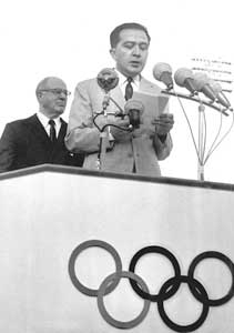 Giulio Andreotti opening the seventeenth edition of the Olympic Games, in Rome in 1960 [© Giulio Andreotti Archive]