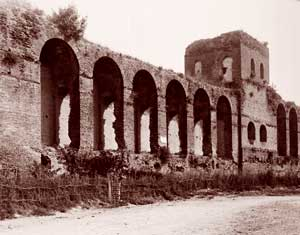 A view of the inside of the Aurelian Walls near the Porta Salaria, with walkway and tower. The Goths entered Rome through Porta Salaria [© Archivio Foto Luce]