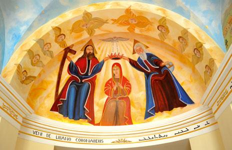 L'affresco nell'atrio del Collegio Maronita raffigurante l'Incoronazione della Madonna, ispirato alla raffigurazione del santuario di Qannoubin