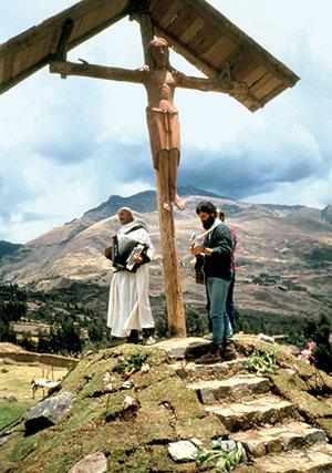 Father Ugo de Censi with Father Daniele Badiali Yanama, Peru, in 1992 [© Don Mirko Santandrea]