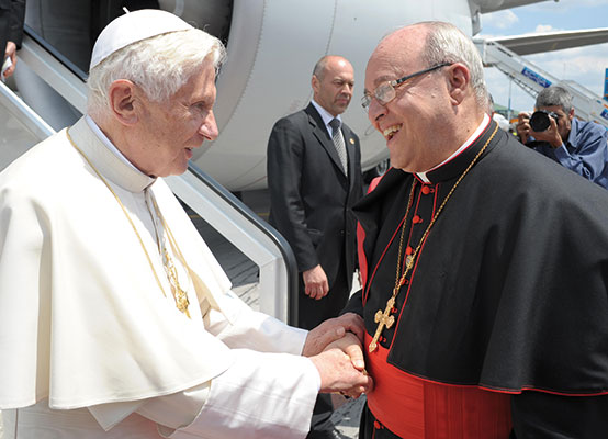 Cardinal Jaime Lucas Ortega y Alamino welcomes Benedict XVI at the 'José Martí' International Airport in Havana, Cuba, 27 March 2012 [© Osservatore Romano]