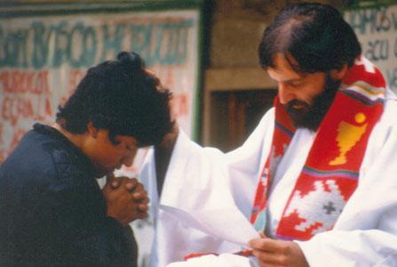 Father Daniele hearing confession [© Don Mirko Santandrea]