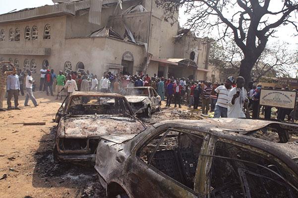 La chiesa di Santa Teresa, a Madalla (vicino Abuja, capitale della Nigeria), dove l'esplosione di un'autobomba ha ucciso venticinque persone durante la messa di Natale, il 25 dicembre 2011. L'attentato è stato rivendicato dal gruppo fondamentalista Boko Haram [© Associated Press/LaPresse]