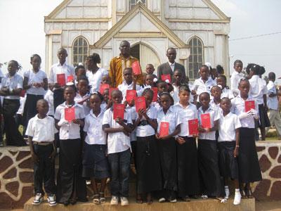 I ragazzi della prima comunione della parrocchia de L'Assomption a Boma