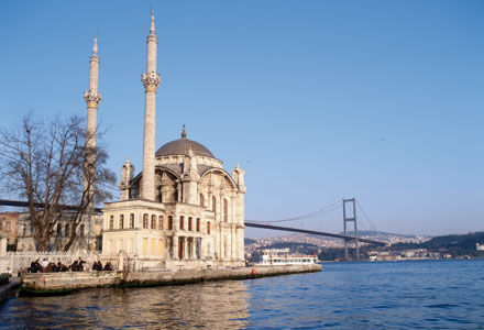 The Ortaköy mosque and the bridge on the Bosphorus in Istanbul [© Getty Images]