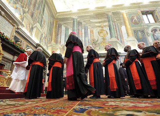 Cardinali nella Sala Clementina presentano gli auguri natalizi al Papa [© Osservatore Romano]