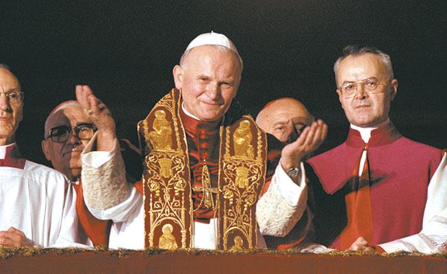 Il cardinale Karol Wojtyla, arcivescovo di Cracovia, viene eletto papa, il 16 ottobre 1978