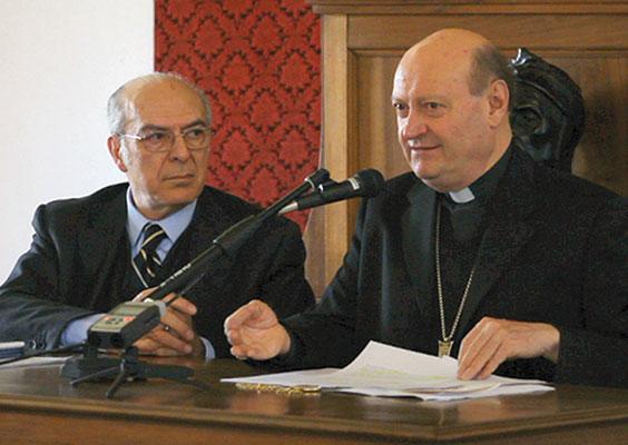 Il cardinale Gianfranco Ravasi con il professor Enrico Malato, durante la conferenza stampa di presentazione delle iniziative della Casa di Dante e del Pontificio Consiglio della Cultura in vista del settimo centenario della morte del poeta (1321-2021), Roma, 7 marzo 2012