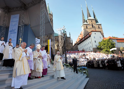 Benedict XVI at the end of the Mass celebrated in the parvis of the Cathedral of Erfurt, 24 September <BR>[© Osservatore Romano]