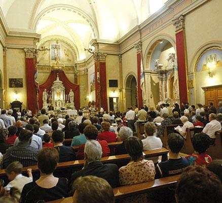 Fedeli a una messa domenicale in parrocchia [© Romano Siciliani]
