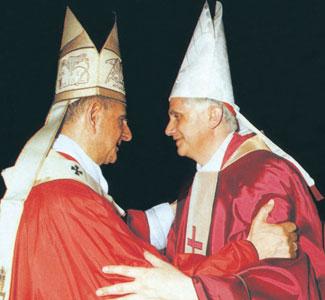 Paolo VI con il cardinale Ratzinger [© LaPresse]