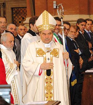 Carlo Caffarra durante la messa per la festa di san Petronio il 4 ottobre 2011