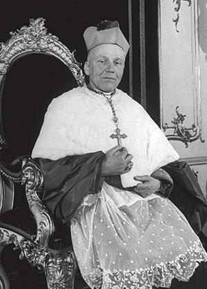 Josef Beran, arcivescovo di Praga, in una foto del 1947