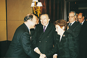 Un momento del viaggio di Giulio Andreotti in Cina nel novembre 2000