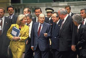 Il Primo Ministro italiano Andreotti, il Presidente francese Mitterand e il Cancelliere tedesco Kohl al G7 del 1991che si svolse a Londra