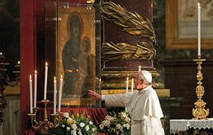 Papa Francesco recita il santo Rosario nella Basilica di Santa Maria Maggiore. L'omaggio alla Salus Populi Romani, Roma, 4 maggio 2013